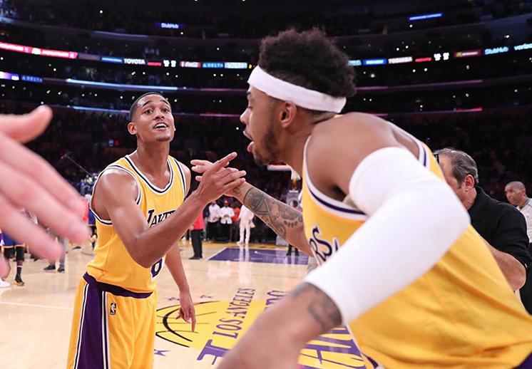 Contra los pronósticos: Los Lakers derrotaron a Golden State