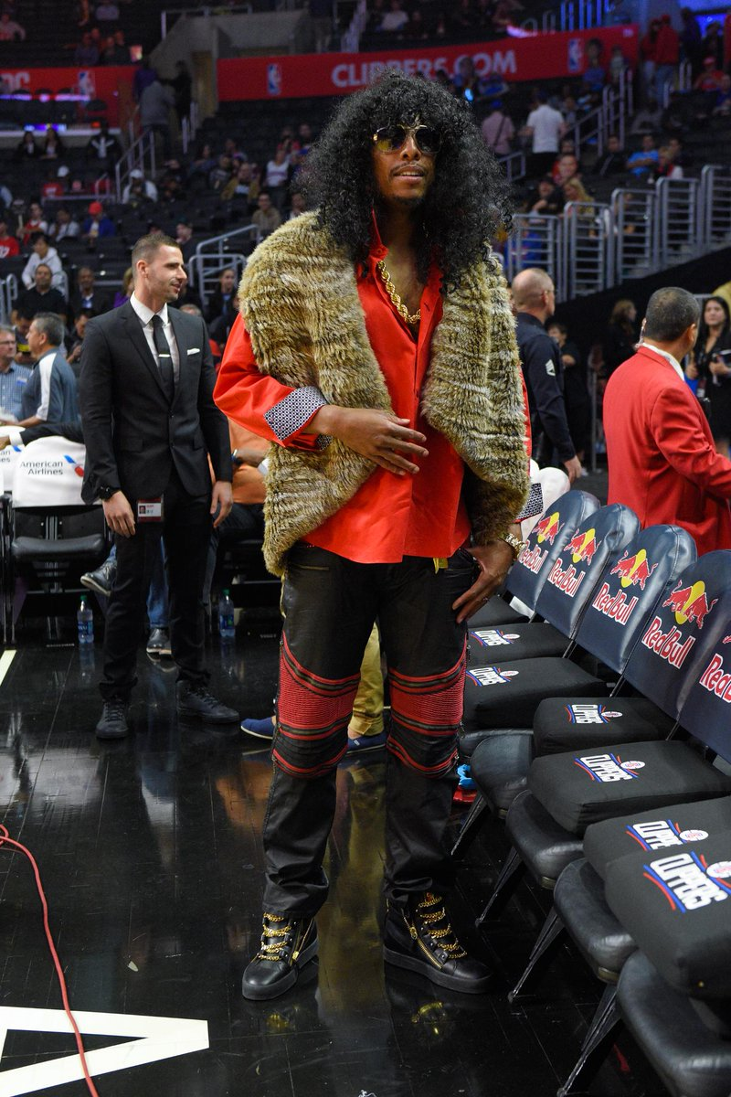 Noche de Halloween en la NBA. pierce disfrazado