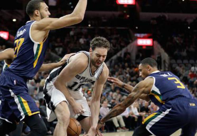 Jazz de Utah sorprende y vence a los Spurs