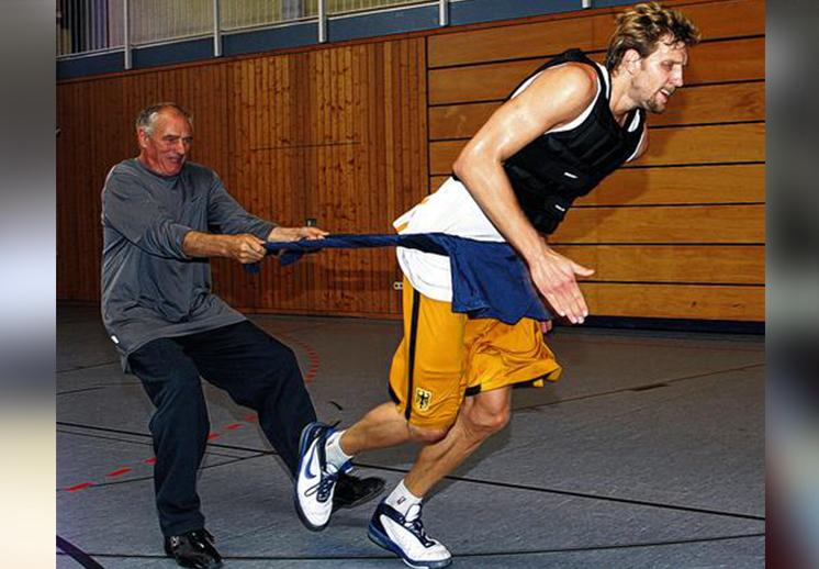 """Holger Geschwinder """"el loco"""" que enseño a tirar a Dirk Nowitzki"""