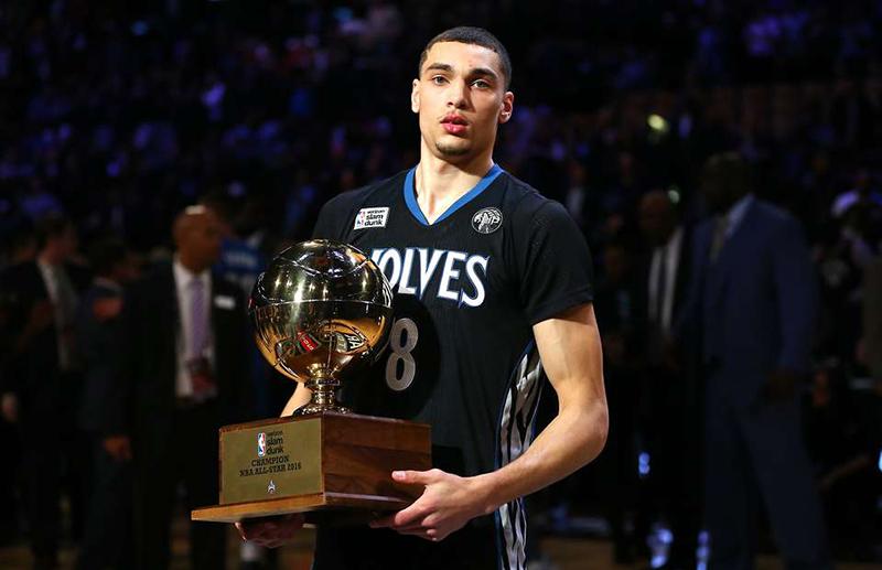 Zach LaVine con su trofeo del Slam Dunk Contest, viva basqueta