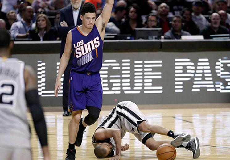 Polémica arbitral en la victoria de los Suns sobre los Spurs