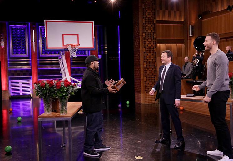 Las locuras de Blake Griffin y Ice Cube frente a la canasta