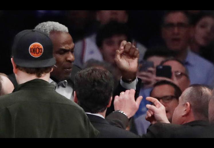 Todos contra los Knicks, en defensa de Oakley foto final