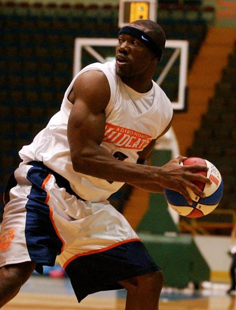 Terrell Owens Estrella de la NFL y jugo basquetbol en la NBA