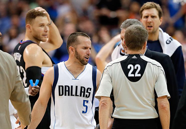 pleito entre Barea y Griffin en pleno juego de basquet en la nba