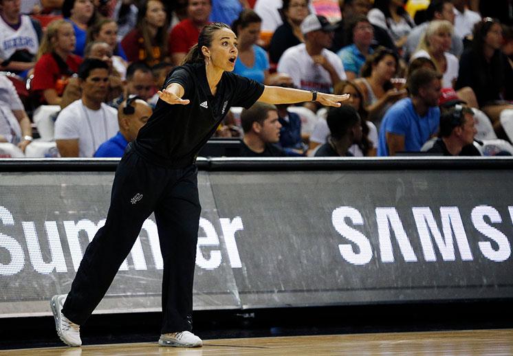 Becky Hammon seguirá con los Spurs
