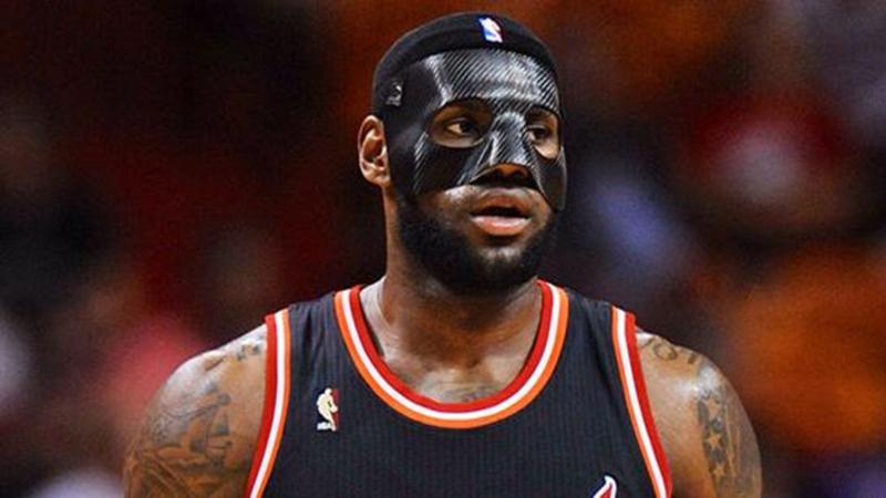 Las máscaras en el Basquet lebron james