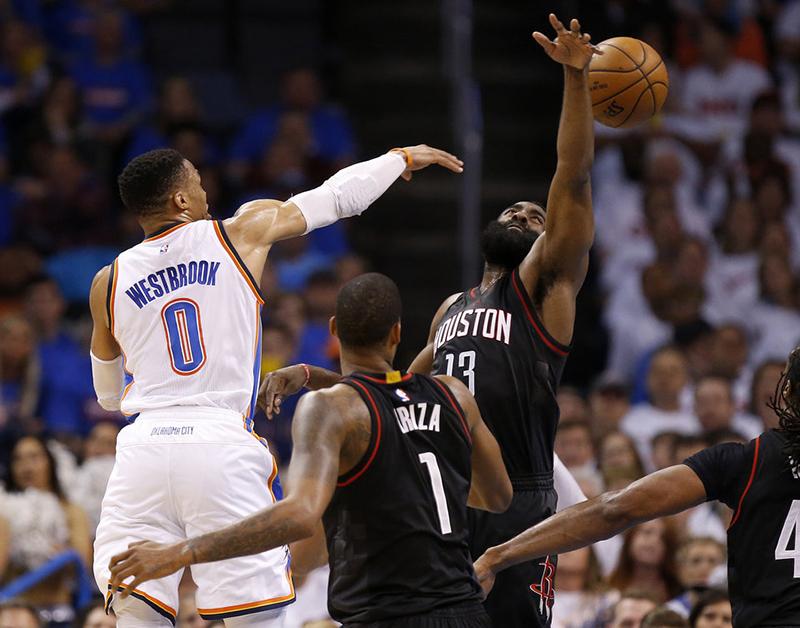 Duelo de poder a poder entre Westbrook y Harden