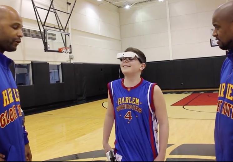 ethan la ispiracion para jugar basketball a niños ciegos