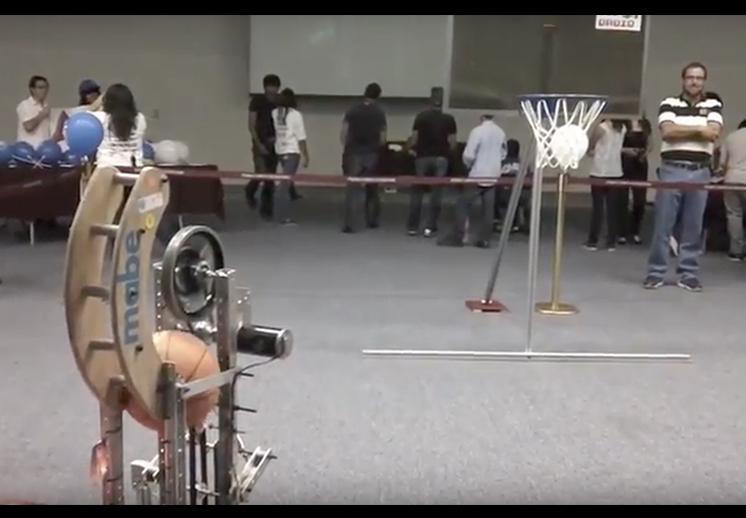 El robot que juega basquetbol