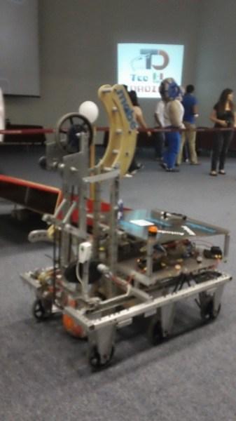 robot que juega basquetbol