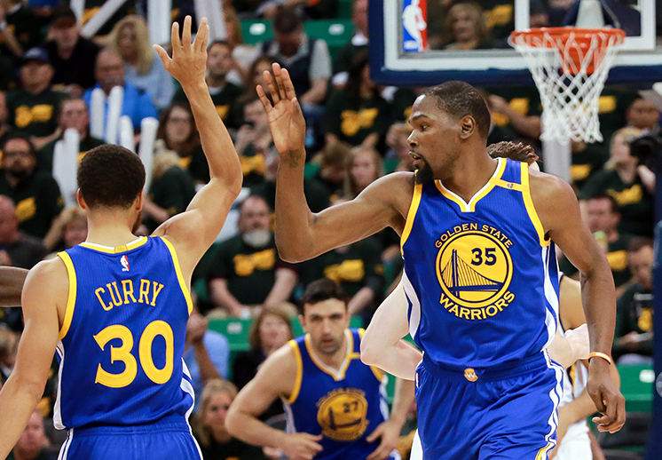 Los Warriors barrieron al Jazz de Utah