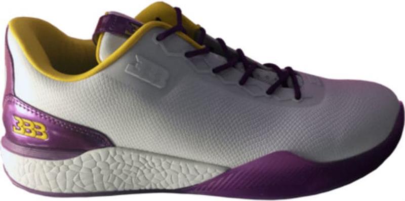 Lonzo Ball estrenó tenis con los colores de los Lakers