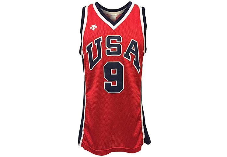 Subastan otro millonario jersey de Michael Jordan