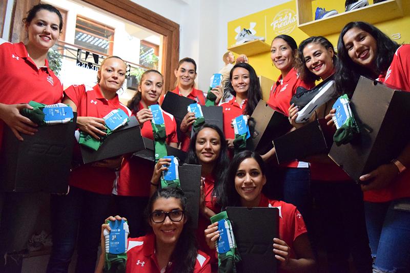SNKR LAB le dio un regalazo a las seleccionadas mexicanas de basquetbol foto 5