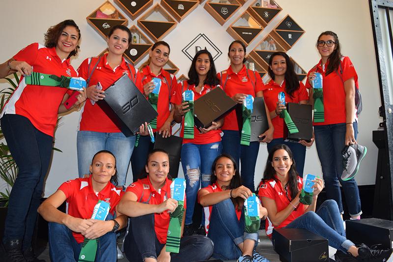 SNKR LAB le dio un regalazo a las seleccionadas mexicanas de basquetbol foto 8