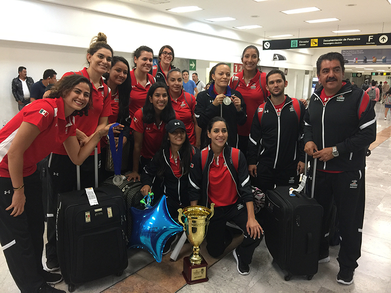Feliz regreso a casa de la Selección Femenil de Basquetbol foto 4