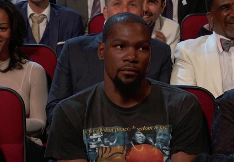 La broma de Payton Manning a Kevin Durant