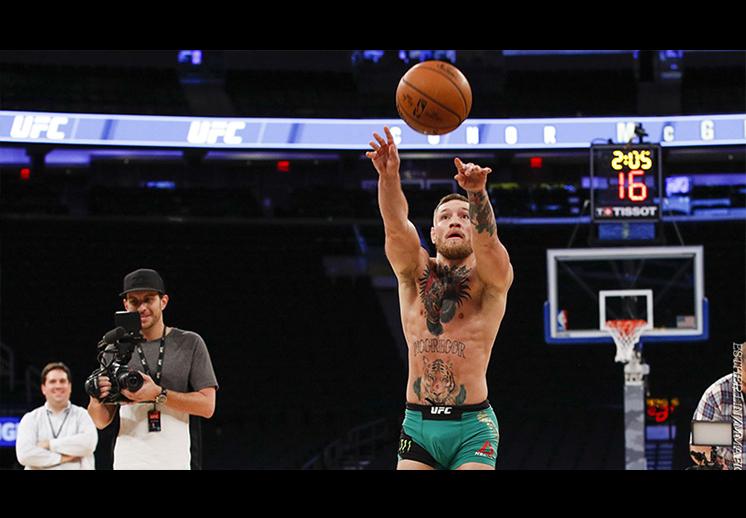 Conor McGregor le entró al basquet foto 1