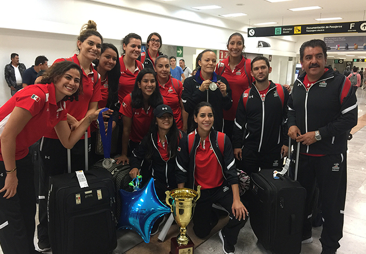 Feliz regreso a casa de la Selección Femenil de Basquetbol foto 2