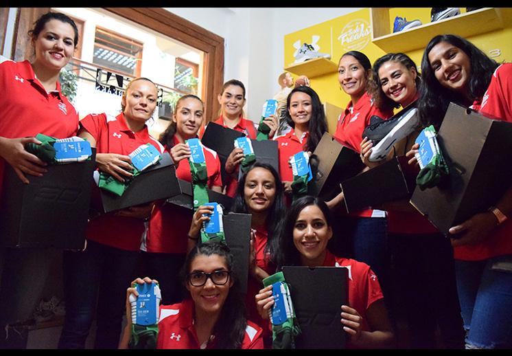 thumbnail. SNKR LAB le dio un regalazo a las seleccionadas mexicanas de basquetbol