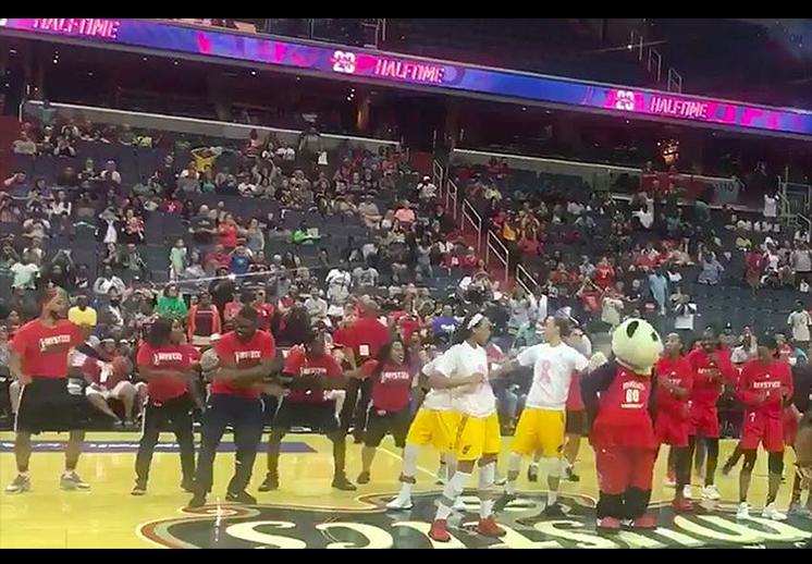 Arman batalla de baile en juego de la WNBA