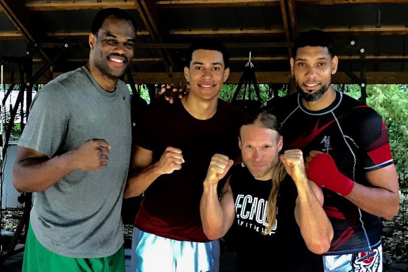 Tim Duncan se convirtió en un guerrero de la MMA