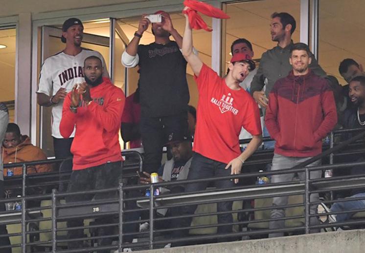 Wade se une a la tradición beisbolera de los Cavs