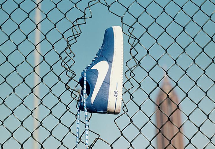 AF1 azul con el logo de la NBA