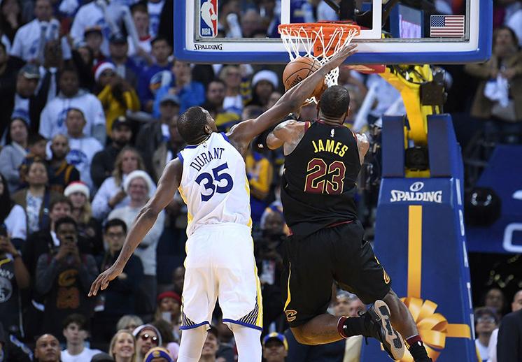 La NBA aceptó errores de los árbitros