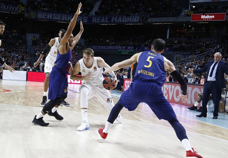 Luka Doncic se luce en el clásico ante el Barcelona