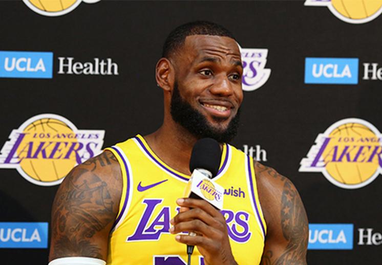 LeBron James toma el control en Lakers