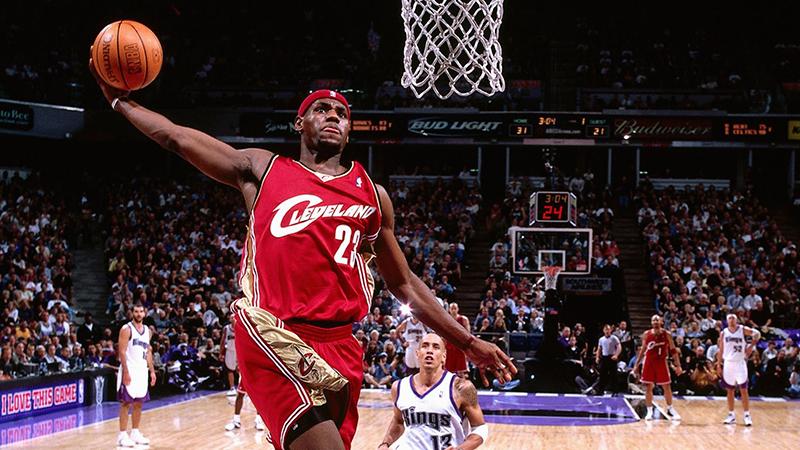 LeBron cumple 15 años en la NBA