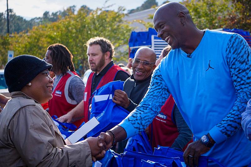 Jordan visitó a las víctimas del huracán Florence