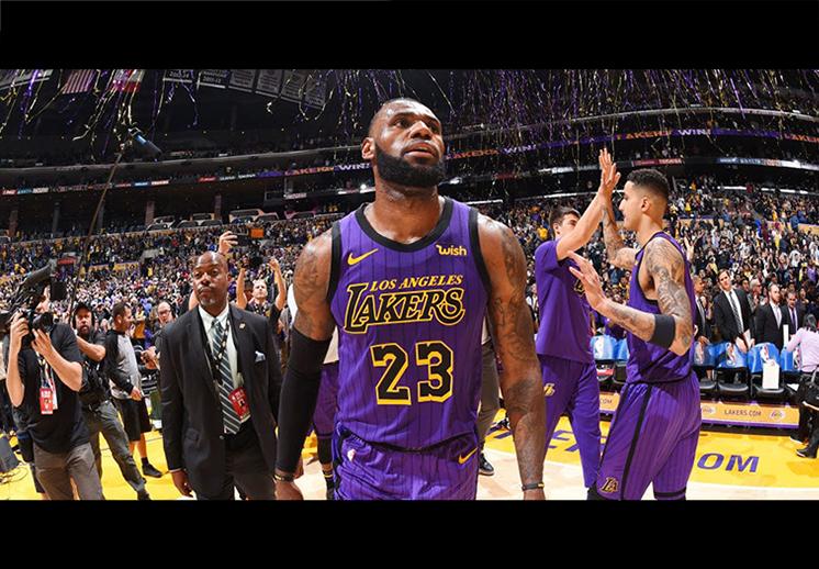 Noche de récord y fractura para los Lakers