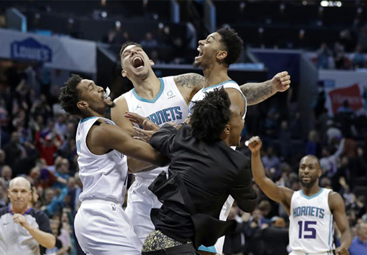 Jordan regaña a los Hornets y responden en la duela