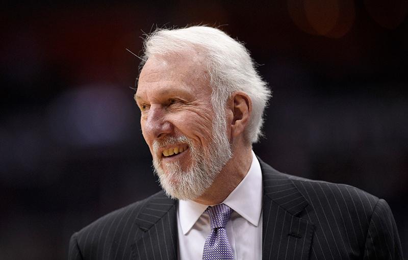 Gregg Popovich y los Spurs hunden más a los Suns