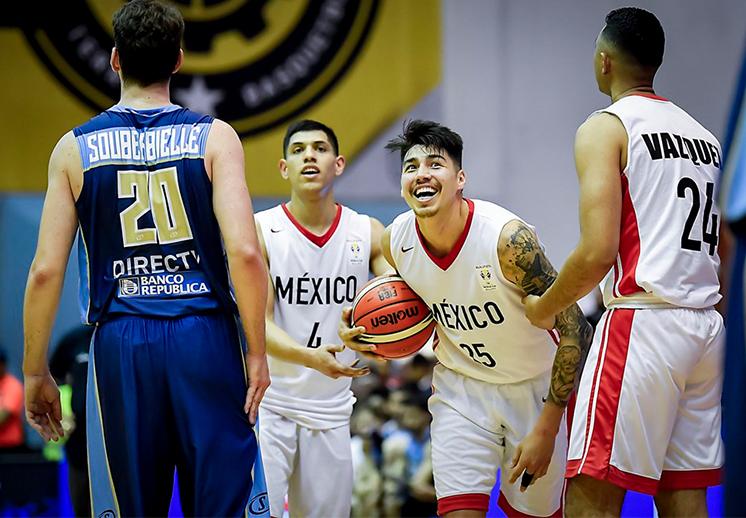 Los renovados 12 Guerreros se lucen en Monterrey