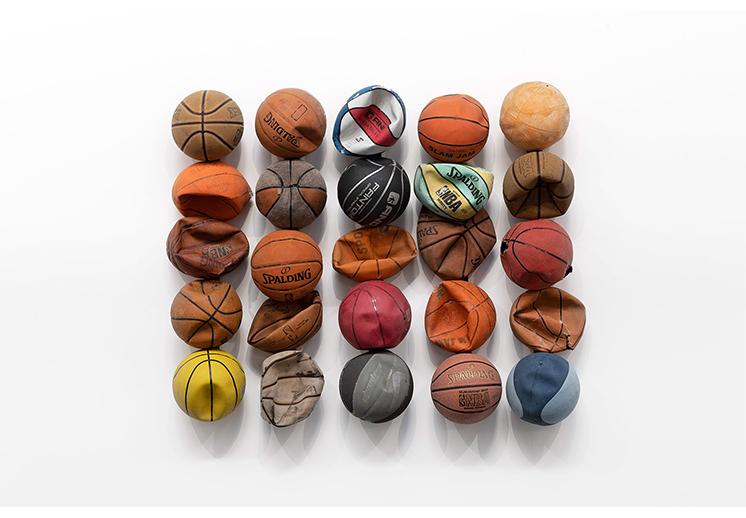 De las calles a las galerías: arte hecho con balones y redes viejas