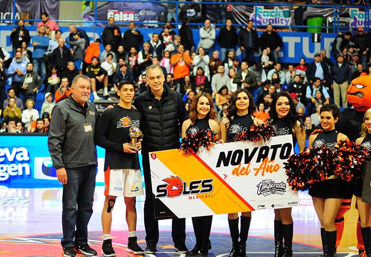Víctor Álvarez se lleva el Novato del Año en la LNBP