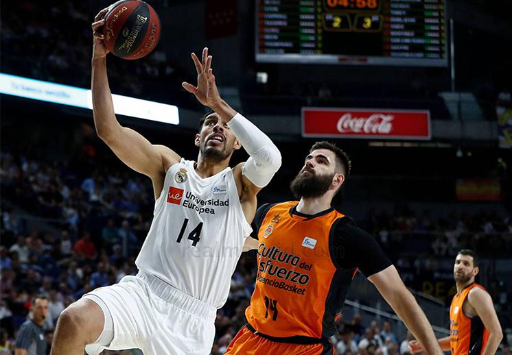 El Real Madrid toma ventaja ante el Valencia