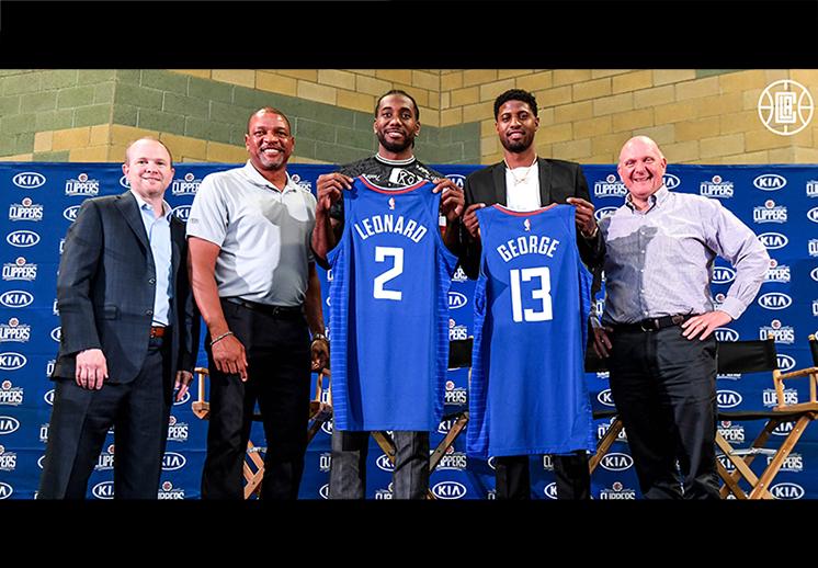 La presentación de Kawhi Leonard y Paul George con los Clippers