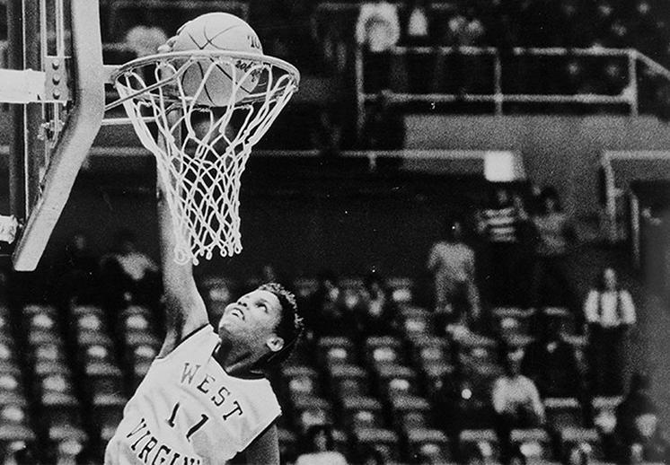 La primera mujer que hizo una clavada en la historia del basquet