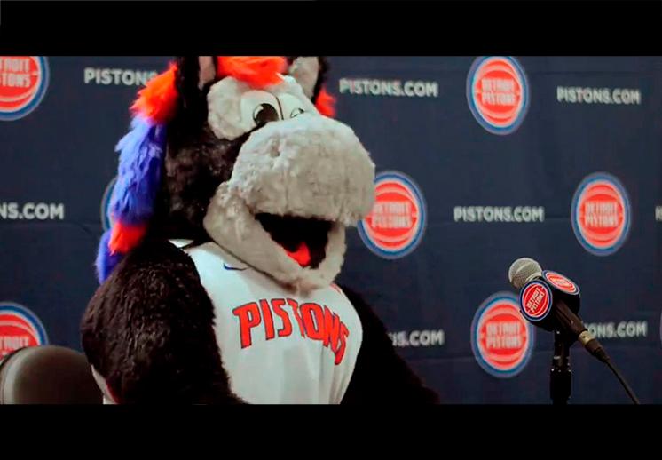 Los Pistons se lucen presentando su calendario