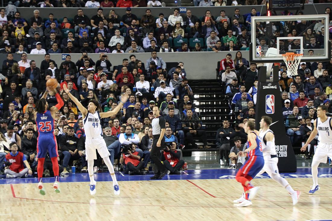 Luka Doncic y Derrick Rose en Mexico, Mavs contra Pistons en México