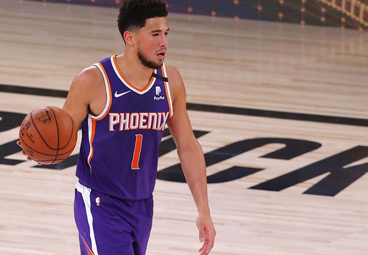 Devin Booker y los Suns siguen soñando con playoffs