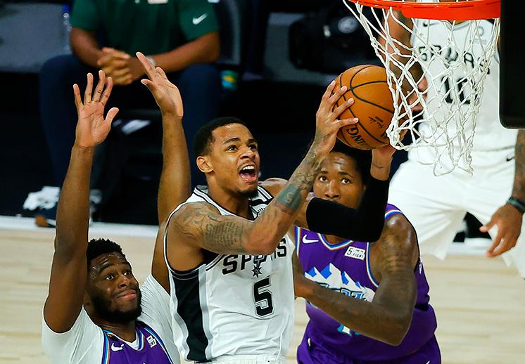 Los Spurs siguen en la pelea