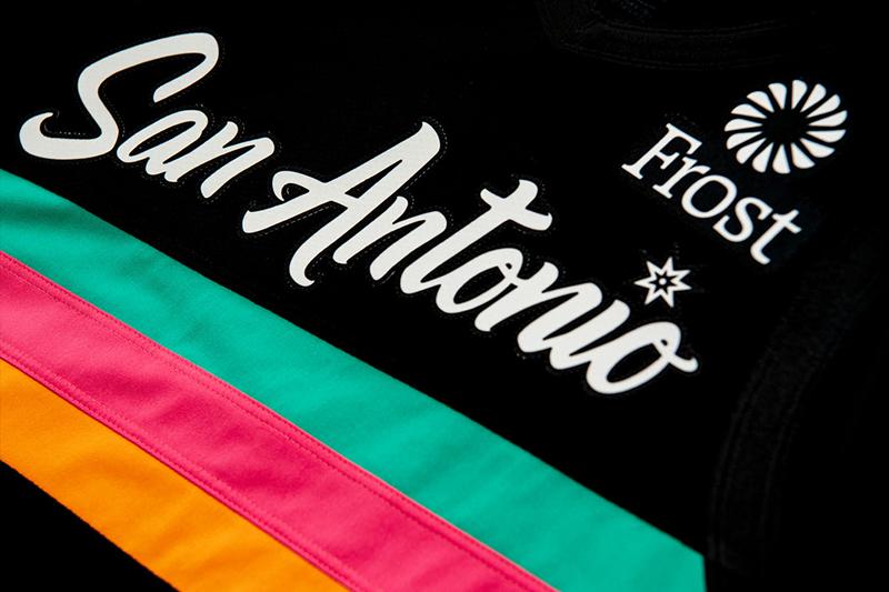 El uniforme de fiesta de los Spurs 2