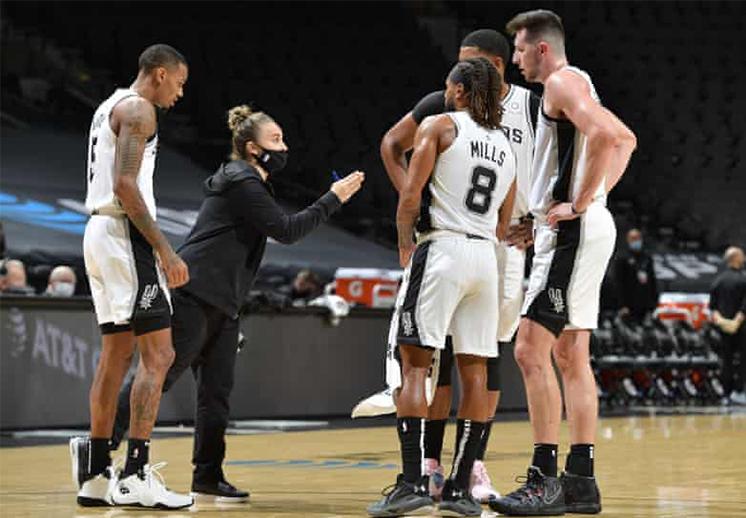 Becky Hammon de nuevo hizo historia en la NBA